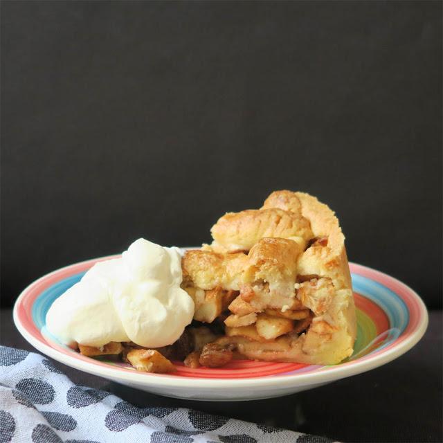 Appeltaart met slagroom - Holländischer Apfelkuchen mit Schlagsahne