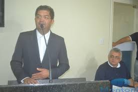 Vereador Amstrong Bezerra afirma que a primeira Dama trabalha  voluntariamente em uma das duas nomeações no município.