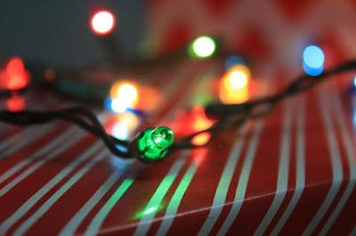 cadeau-avec-guirlande-lumineuse