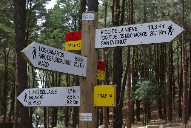 turismo-activo-en-canarias-carteleria-de-senderos-en-la-palma