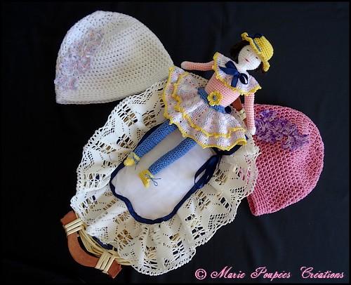 Poupon et bonnets de naissance