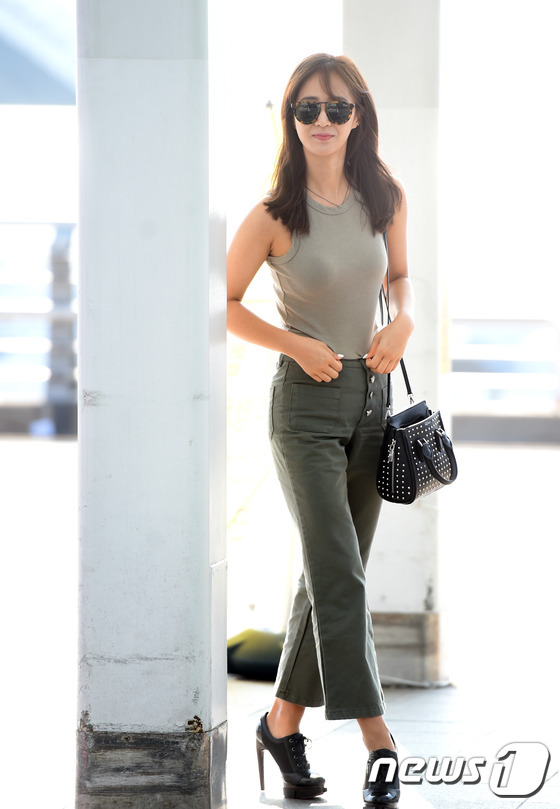 11 Dazzling Airport Fashion Moments with SNSD's Yuri ...  11 Dazzling Air...