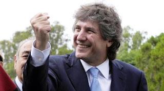 El juez federal Sergio Torres procesó hoy al exvicepresidente Amado Boudou por la compra irregular de 19 vehículos cuando él estaba al frente del Ministerio de Economía.