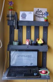 http://manualidades.facilisimo.com/blogs/mas-manualidades/diy-escritorio-a-partir-de-un-palet_1213607.html