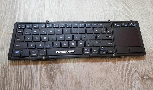 Teclado desplegado con zona touchpad