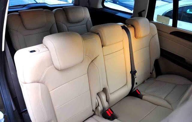 Băng sau Mercedes GLS 500 4MATIC 2017 thiết kế rộng rãi và thoải mái.