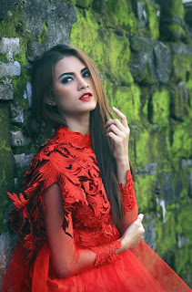 Hunting konsep foto model cantik igo Cinta Rarung model outdoor terbaik