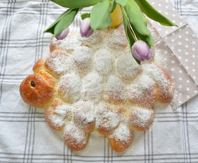 Osterschaf aus Hefeteig
