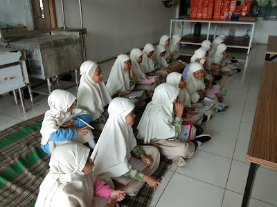 Kunjungan  Edukasi  ke  Pabrik Roti Tiroti