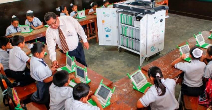 Las Aulas Fundación Telefónica como alternativa para el sistema educativo (Hugo Diaz)