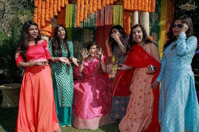 pankhuri-friends-mehendi
