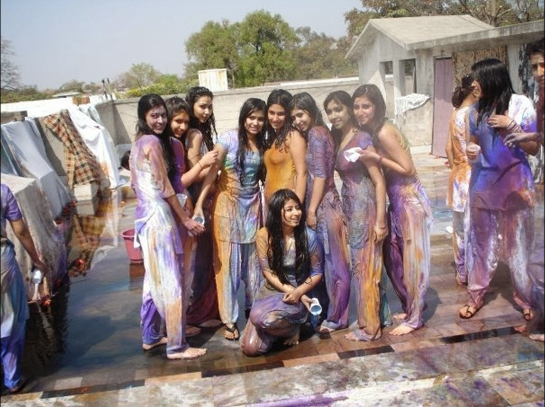 Indian Wet Girls Dancing and playing Holi