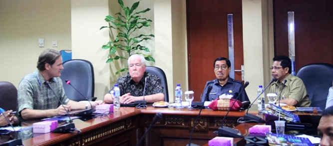 Universitas Rhode Island Amerika Serikat menjajaki kerja sama dengan pemerintah provinsi (Pemprov) Maluku untuk peningkatan kualitas sumber daya manusia (SDM) khususnya aparatur sipil negara (ASN).