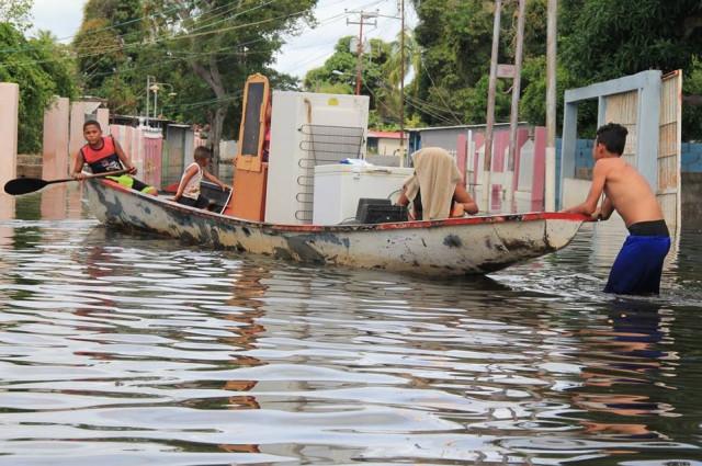 Miles de afectados por inundaciones en seis estados de Venezuela