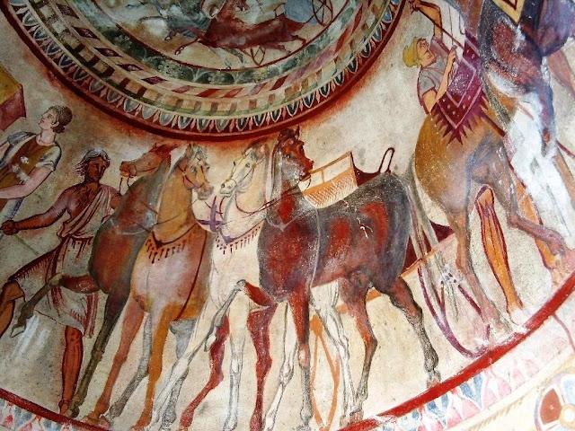 Výzdoba hrobky tráckého panovníka v Kazanlaku