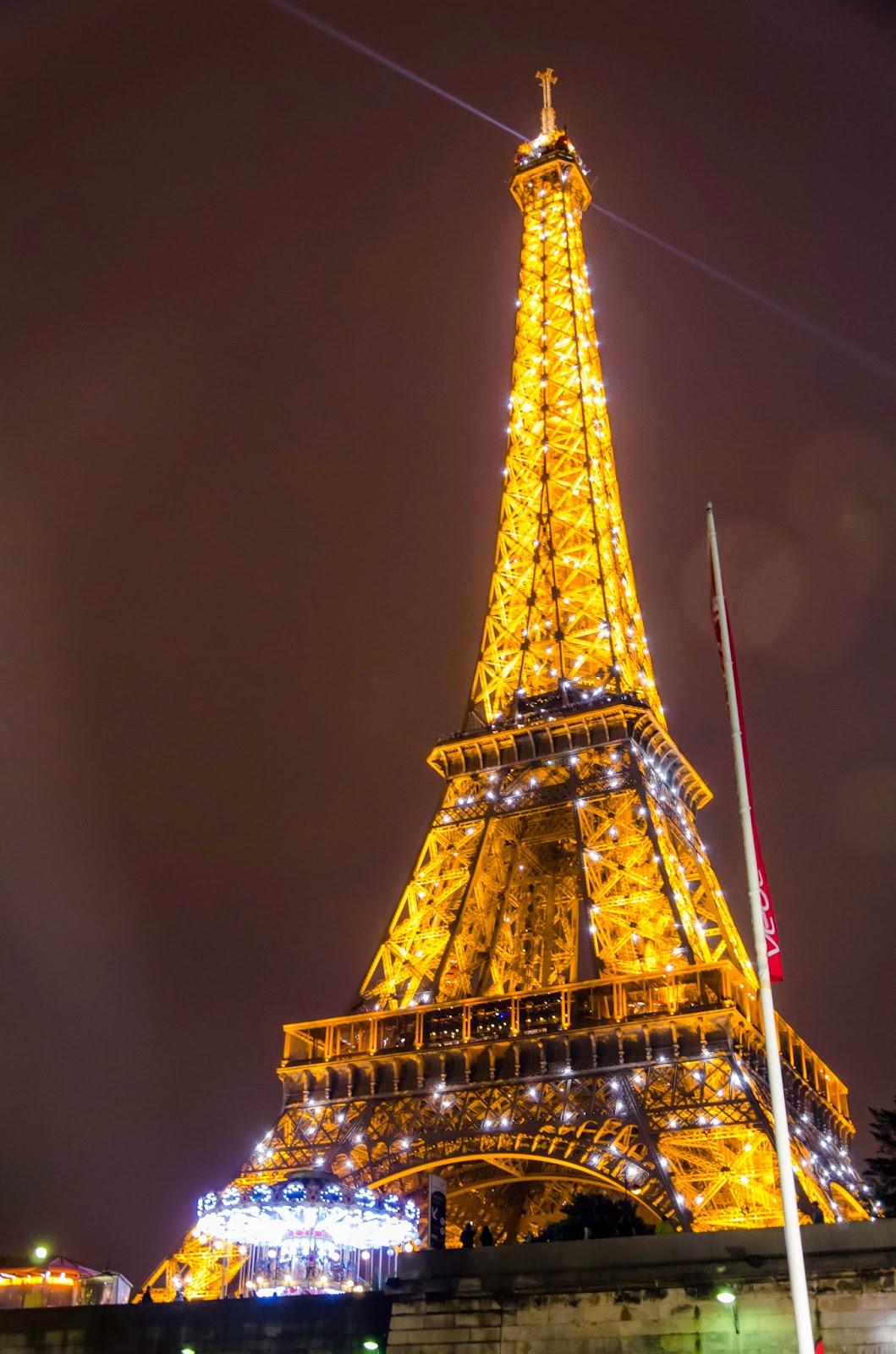 Torre Eiffel resplandecendo
