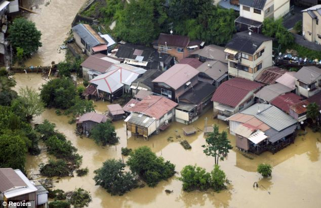 "Hundreds of thousands evacuated! ""Historic"" rain (two months rainfall in just one morning) hit parts of Japan  Article-2174353-141250BC000005DC-275_634x411"