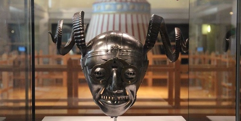 Король Англии Генрих VIII, шлем от рыцарских доспехов Генриха VIII, самый безумный рыцарский шлем