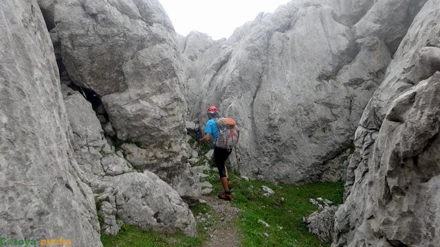 Siguiendo el camino hitado que nos conduce el Pico Cotalba al Refugio de Ordiales.