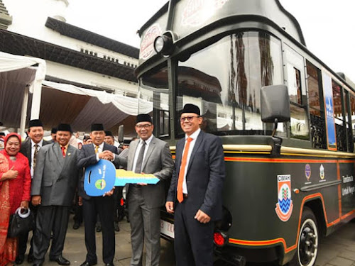 Bus wisata perkotaan Jawa Barat