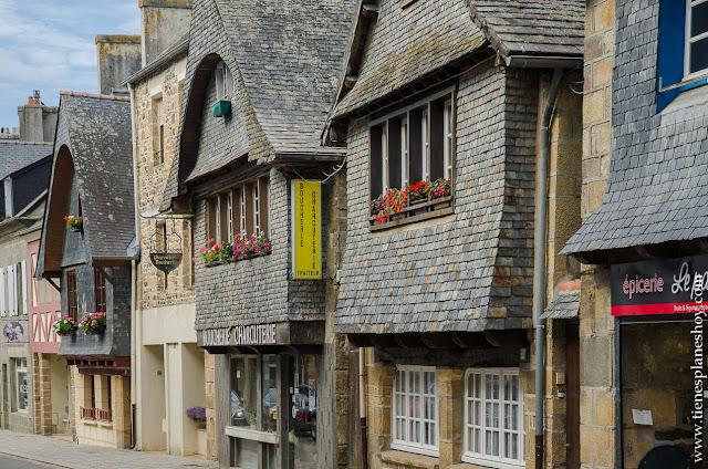 Le Faou pueblos bonitos Bretaña casas  viaje turismo arquitectura