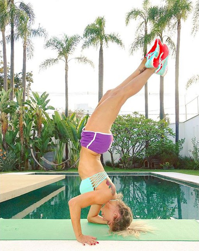Fitness Model Karina Bacchi @karinabacchi Instagram photos