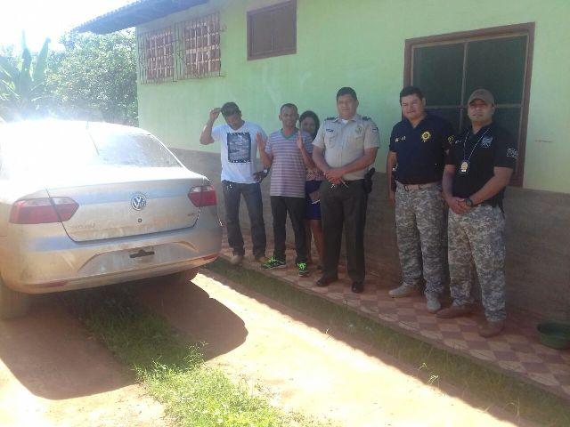 Polícia boliviana devolve carro roubado de taxista para Polícia de Guajará-Mirim