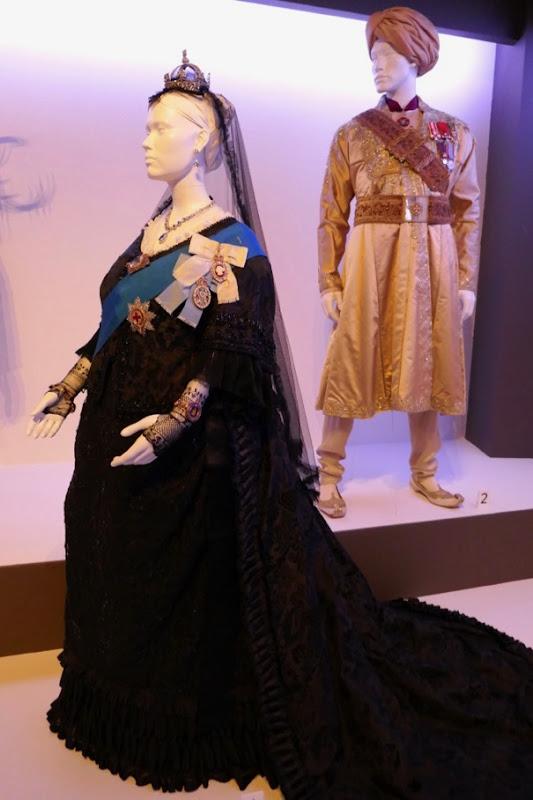 Victoria & Abdul film costumes