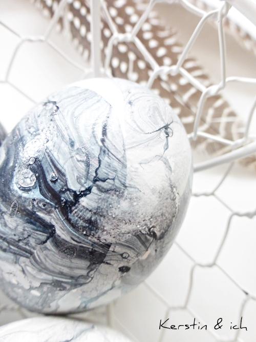 Nahaufnahme marmoriertes Ostereier DIY