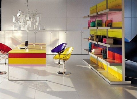 10 oficinas modernas y juveniles colores en casa for Muebles de oficina juveniles