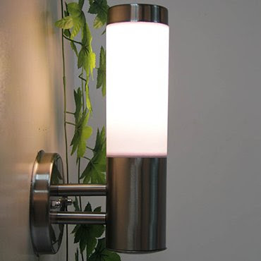 Nội ngoại thất cùng nhau sáng sang với đèn tường inox nhập khẩu