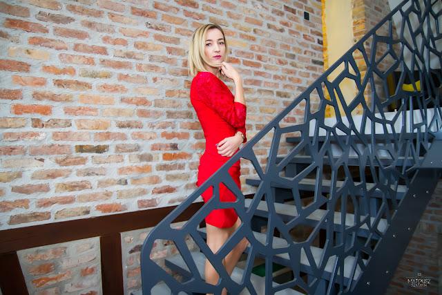 Gotowa na wszystko, czyli tajemnica czerwonej sukienki...
