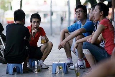 Street life in Hanoi in the eyes of foreign tourists 3