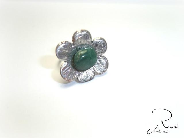 anillo con piedra de jade