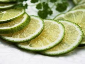 jeruk nipis yaitu buah yang mempunyai banyak manfaat dan khasiat Manfaat & Khasiat Jeruk Nipis