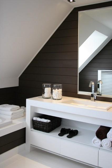Men's Bathroom 4