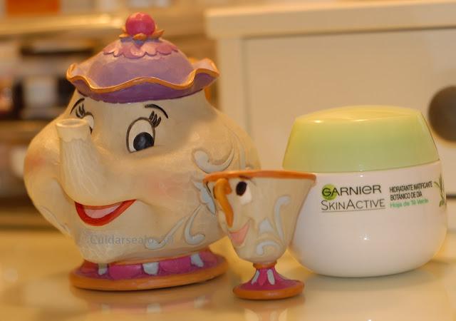 Crema hidratante matificante SkinActive con hoja de té verde