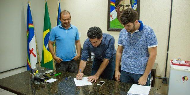 Com viagem de Pimentel e Bringel Filho ao exterior, Evilásio assume interinamente a Prefeitura de Araripina