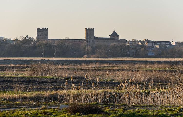 вид на Луцкий замок со стороны Стыря