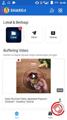 Langkah pertama untuk menghilangkan iklan, pemberitahuan, dan video di aplikasi SHAREit bisa lewat aplikasi SHAREit tersebut. Dengan cara buka aplikasi dan pilih titik tiga di pojok kiri atas
