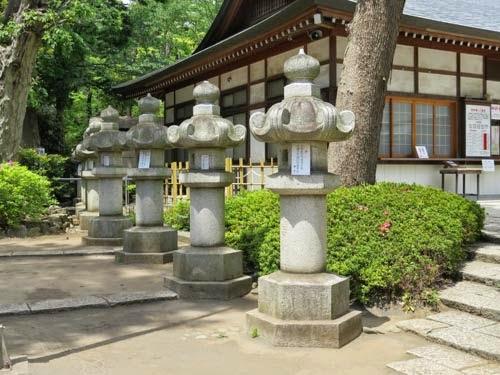 松蔭神社石燈籠02