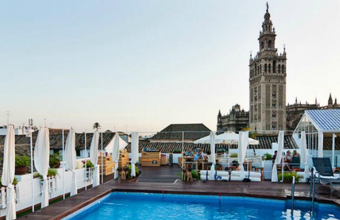 Piscina en el ático Hotel Los Seises vistas de La Giralda Sevilla