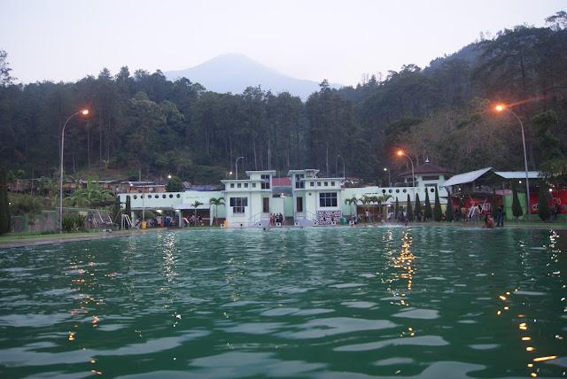 Wisata Pemandian Air Panas Padusan di pacet