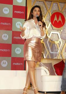 Parineeti Chopra Stills in Golden Mini Skirt at Motorola Moto M Launch  0013.jpg