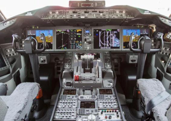 Boeing 737 MAX 10 cockpit