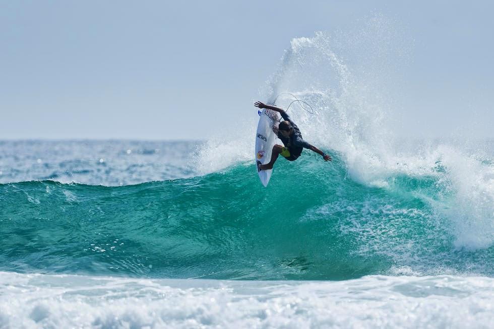 44 Quiksilver Pro Gold Coast 2015 Kanoa Igarashi Foto WSL Kelly Cestari