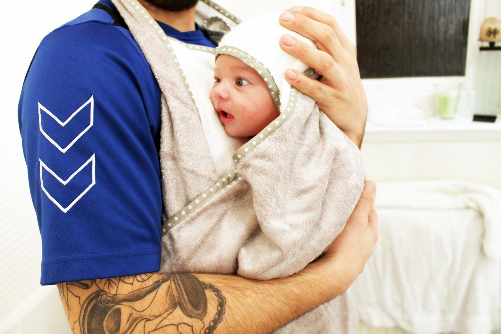 CuddleDry Original Bath Towel Apron Newborn Bathtime Easy