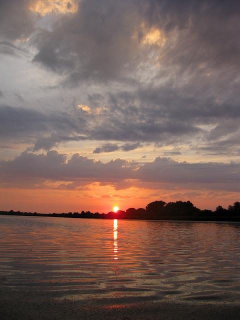 Фото Виталия Бабенко: закат над Подстепным лиманом