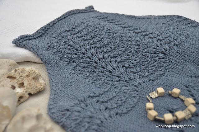 Zbliżenie na letni top bawełniany z włóczki Drops Paris