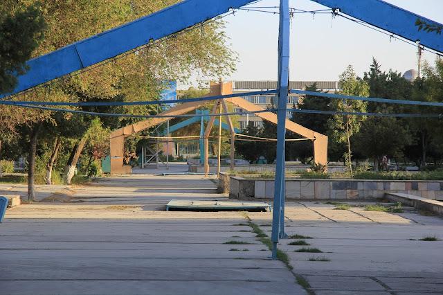 Ouzbékistan, Boukhara, Avenue Alisher Navoï, © L. Gigout, 2012